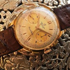 REPOST!!!  #Repost @watchfred ・・・ #vintagechronograph ❤️ . in the mid 1950s #Breitling was the main sponsor of the #giroditalia - one of the important cycling events in Europe, this massive gold #chronograph from 1956 was commemorating. . #vintagebreitling #watchfam #watchesofinstagram #vintagewatches #womw #watchfred #tw  Photo Credit: Instagram ID @igtempus