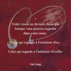 """""""Votre vision ne devient claire que lorsque vous pouvez regarder dans votre cœur. Celui qui regarde à l'extérieur rêve. Celui qui regarde à l'intérieur s'éveille."""" (Carl Jung) #citation #coeur"""