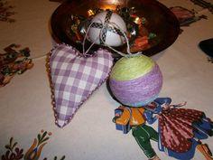 vari oggetti natalizi
