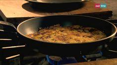 Cucina con Ramsay # 48: Rösti di Porri e Gruviera con uova fritte Il Rösti è un piatto della cucina svizzera a base di patate. Qui Gordon lo strasforma in una gustosa idea per utilizzare le patate avanzate. Si può servire con una insalata verde per una cena leggera o dividerlo in tortini e proporlo come contorno per un pollo arrosto o costolette alla...