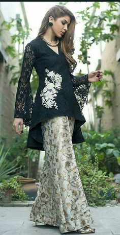 Pakistani Party Wear Dresses, Pakistani Wedding Outfits, Designer Party Wear Dresses, Pakistani Dress Design, Indian Dresses, Indian Outfits, Stylish Dress Designs, Designs For Dresses, Stylish Dresses