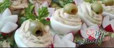 Stuffed eggs with tuna cream Junk Food, Small Pizza, Cream Tops, Bread Rolls, Tuna, Stuffed Eggs, Butter, Check, Fish Dishes