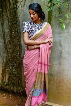 12 Amazing Dress Colors That Will Look Good on Dark Indian Skin Dress color for dark indian skin tone Dark Complexion, Dark Skin Tone, Brown Skin, Dusky Skin, Indian Aesthetic, Indian Skin Tone, Colors For Dark Skin, Modern Saree, Pink Lehenga