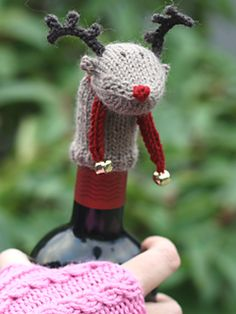 Rudolf Wine Topper by Nancy Hinsch on Ravelry } Knits for Christmas Knitting Projects, Crochet Projects, Knitting Patterns, Crochet Patterns, Knitted Dolls, Knitted Hats, Knitted Animals, Christmas Wine Bottles, Wine Craft
