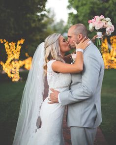 Single tier wedding veils are the most common style of wedding veil today.This lovely wedding veil . Diy Wedding Veil, Elegant Wedding Hair, Wedding Dresses, Lace Wedding, Wedding Bride, Wedding Makeup, Affordable Wedding Photography, Wedding Photography Styles, Wedding Styles