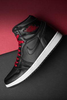 Mens Fashion Shoes, Sneakers Fashion, Shoes Sneakers, Jordan 1 Black, Jordan 1 Retro High, Jordan Shoes Girls, Girls Shoes, Zapatillas Nike Jordan, Fresh Shoes