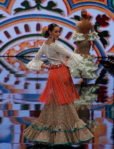 SIMOF 2018: el desfile de Molina, en fotos. «Esperanza» es una colección que vuelve a beber de las fuentes del traje de flamenca