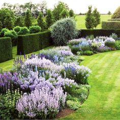 Cottage Garden Design, Flower Garden Design, Beautiful Flowers Garden, Beautiful Gardens, Small Yard Landscaping, Landscaping Ideas, Landscaping Borders, Mailbox Landscaping, Privacy Landscaping