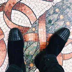 Clogs, Christian Louboutin, Slip On, Sneakers, Fashion, Tennis, Moda, Fashion Styles, Fashion Illustrations