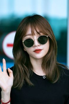 Two Color Hair, Korean Hair Color, Korean Short Hair, Hair Korean Style, Korean Medium Hair, Korean Hairstyles Women, Cool Hairstyles, Japanese Hairstyles, Asian Hairstyles
