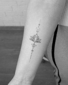 Tattoo Spine, Kritzelei Tattoo, Chic Tattoo, Sternum Tattoo, Sketch Tattoo Design, Tattoo Sketches, Geometric Tattoo Design, Geometric Art, Henna Designs
