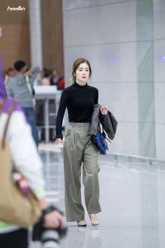 Korean Fashion Trends you can Steal – Designer Fashion Tips Kpop Fashion Outfits, Fashion Idol, Korean Outfits, Girl Fashion, Casual Outfits, Student Fashion, Korean Airport Fashion, Korean Fashion Trends, Korea Fashion