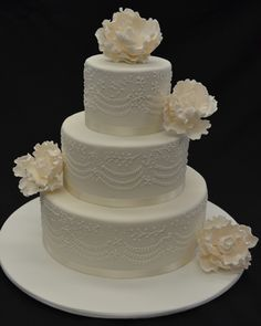 Beautiful wedding cakes with floral touches from Australian suppliers