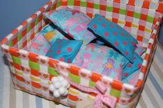 Hallo ihr Lieben,   in unserem Spielzeugregal gibt es etwas neues Selbstgemachtes: ein Set aus Fühlsäckchen. Sie sollen den Windelpiraten zu...