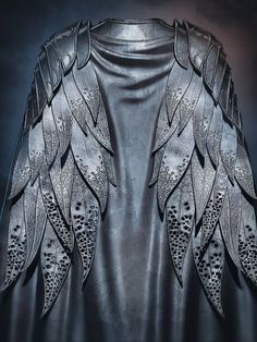 LOTR - Thranduil? I want to make it a capelet to wear over cape. Except it doesn't meet in back...