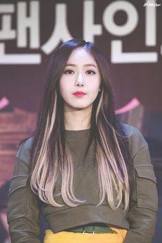 Post with 0 votes and 191 views. Hair Color Streaks, Hair Color Purple, Hair Highlights, Peekaboo Hair Colors, Kpop Hair Color, Korean Hair Color, Hidden Hair Color, Aesthetic Hair, Dye My Hair