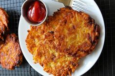 Extra Crispy Restaurant Style Hashbrown Patties - Layers of Happiness - Super simple restaurant style hashbrown patties. Super crispy outside with soft tender insides. Breakfast Dishes, Breakfast Recipes, Breakfast Burger, Breakfast Ideas, Crispy French Fries, Hashbrown Breakfast Casserole, Patties Recipe, Potato Dishes, Brunch Recipes