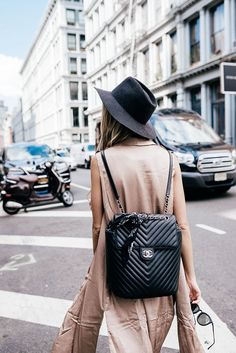 chanel backpack Source by theclipa Backpack Backpack Outfit, Backpack Bags, Leather Backpack, Black Backpack, Mochila Chanel, My Bags, Purses And Bags, Designer Backpacks, Chanel Handbags