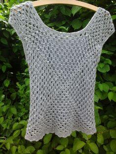 Ladies Granny Square Tunic / sweater vest/ NO pattern Crochet Woman, Love Crochet, Crochet Granny, Knit Crochet, Crochet Sweaters, Crochet Tops, Knitting Yarn, Knitting Patterns, Crochet Patterns