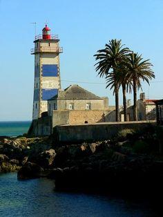 Cascais. Faro del puerto. Portugal