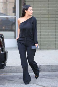 KIM KARDASHIAN    Rainha das selfies, Kim Kardashian é dona de um estilo sexy e aposta em peças justas que valorizam suas curvas.   Vamo...