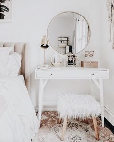 Ideas For Wall Paper Modern Bedroom Interior Design Shabby Chic Bedrooms, Shabby Chic Homes, Vintage Teen Bedrooms, Bedroom Vintage, Farmhouse Kitchen Decor, Farmhouse Chic, Awesome Bedrooms, Home Decor Bedroom, Diy Bedroom