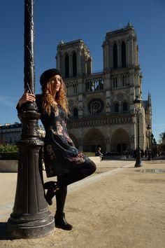 Bluexer.com   Moda en París  Vestido: H&M. Camiseta: H&M Cinturón: Vintage. Botas: D'Angela Colgante: Tous Boina: Acheté a Paris!