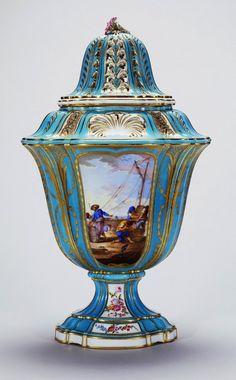 Sévres Porcelain (France) — Vase Boileau rectifié, 1761-1763 : Royal Collection Trust, Her Majesty Queen Elizabeth II, UK (558x900)