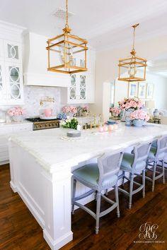 Southern Charm Inspired Spring Home Tour - Randi Garrett Design Home Decor Kitchen, Home Kitchens, Dream Home Design, House Design, Southern Homes, Spring Home, House Rooms, Home Decor Inspiration, Decor Ideas