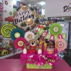 Bouquet Wrap, Candy Bouquet, Balloon Crafts, Balloon Decorations, Valentines Surprise, Valentine Gifts, It's Your Birthday, Birthday Gifts, How To Wrap Flowers