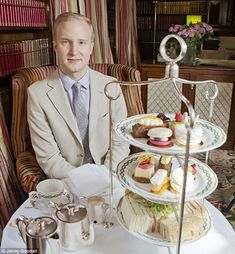 William Hanson reveals the secrets of the perfect afternoon tea Etiquette expert William Hanson reveals how to behave while enjoying a traditional English afternoon tea English High Tea, English Afternoon Tea, Afternoon Tea Recipes, Afternoon Tea Parties, High Tea Parties, English Tea Time, Tee Sandwiches, Tea Party Sandwiches, Finger Sandwiches