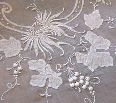 Madeira Embroidery   http://4.bp.blogspot.com/_KNCtojYB9JU/TBJrrA0beFI/AAAAAAAAEk8/dGZNYigdjmU/s1600/madeirasete.jpg