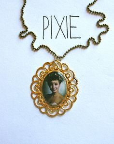 Laura Palmer cameo necklace  Twin Peaks by PIXIEandPIXIER on Etsy, $8.00    #laura #palmer #twinpeaks #tvshow #necklace #gold #pixie #fashion