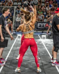 The Best Fat-Loss Workout of All Time What is the quickest way to shed weight, build lean muscle, and reveal a toned and sexy physique? The answer is Fitness Before After, Crossfit Women, Crossfit Athletes, Crossfit Chicks, Look Legging, Ripped Girls, Gewichtsverlust Motivation, Muscular Women, Muscle Girls