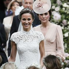 Kate Middleton Photos - Catherine, Duchess of Cambridge speaks to Princess Charlotte after the wedding of Pippa Middleton and James Matthews at St Mark's Church on May 2017 in in Englefield, England. - Wedding of Pippa Middleton and James Matthews Carole Middleton, Pippa Middleton Wedding Dress, Middleton Family, Kate Middleton Photos, Pippa And James, Kate And Pippa, Princesa Kate Middleton, Pippas Wedding, Wedding Dresses