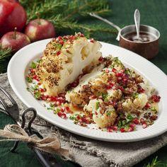 Rostad blomkål med brynt citronsmör, kavringsmul och granatäpple | Coop Halloumi, Sliders, Potato Salad, Cauliflower, Food And Drink, Potatoes, Vegetables, Eat, Ethnic Recipes