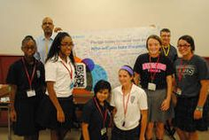 Hundreds Mother McAuley High School students signed pledge recent event never text drive.  |  Southtown Star