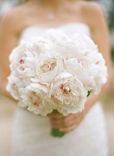 white peony spring wedding bouquet / http://www.himisspuff.com/spring-summer-wedding-bouquets/4/