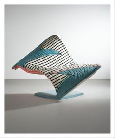 Fauteuil modèle «Flying Carpet» Fonte d'aluminium et housse en tissu Édition Rosenthal En collaboration avec Dorothy Hapner Signé et date «Dorothy Hapner 86» 1986