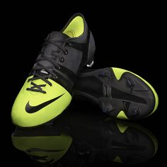 Nike's new green GS cleats are made from recycled bottles and beans Soccer Boots, Football Shoes, Nike Football, Football Cleats, Football Gear, Football Stuff, Nike Outfits, Mens Trends, Sports Brands