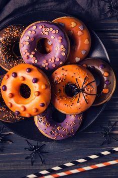 Comida De Halloween Ideas, Halloween Snacks For Kids, Halloween Donuts, Halloween Baking, Halloween Desserts, Halloween Birthday, Halloween Party Decor, Halloween Candy, Happy Halloween