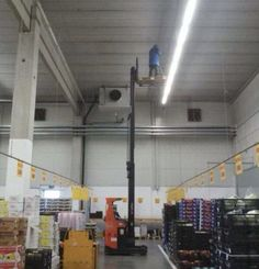 """Explore the latest collection of Funny Safety Fails Pics Just For Your Entertainment"""". These are the funniest pictures that will make your day more entertaining. Safety Pictures, Funny Pictures, Random Pictures, Safety Fail, Work Fails, Darwin Awards, Construction Safety, Construction Fails, Job Security"""