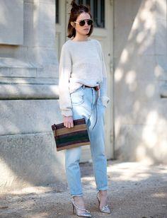Rien de tel qu'une paire d'escarpins de princesse pour twister un look cosy ! (photo Diego Zuko)