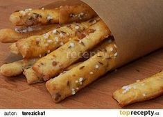Škvarkové tyčinky recept - TopRecepty.cz New Recipes, Cooking Recipes, Healthy Recipes, Tasty, Yummy Food, Bread And Pastries, Food 52, Desert Recipes, Hot Dog Buns