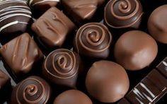 Aprenda a fazer bombons caseiros e lucre muito!!! Castanha de Caju, Morango, Creme de Avelã, Mousse de Chocolate Branco, Uva, Marshmallow e Maracujá e Brigadeiro com morango.