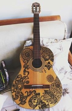 decorate the old guitar
