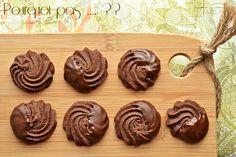 """À la poursuite des essais """"biscuits pour cadeaux gourmands"""", ces sablés au chocolat, relevé d'une pointe de café, sont délicieusement croqu..."""