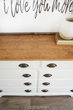 The easiest way to paint a dresser is to paint it with chalk paint! Here is how to spray paint a dresser with chalk paint! Spray Paint Dresser, Chalk Spray Paint, Spray Paint Furniture, Distressed Furniture Painting, Spray Paint Cans, Spray Painting, Furniture Makeover, Painting Tricks, Painted Dressers