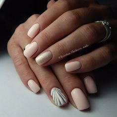 light-pink-nails-with-gold-and-gel-seashell