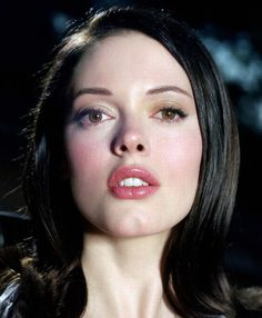 Rose McGowanYou can find Rose mcgowan and more on our website. Pretty People, Beautiful People, Charmed Tv, Paige Charmed, Shannen Doherty, Rose Mcgowan, Model Face, Portraits, Iconic Women